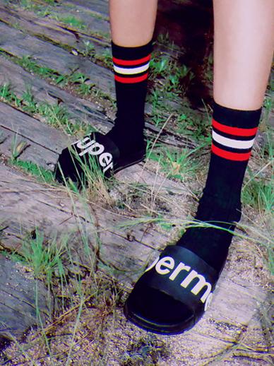 スリーライン、靴下